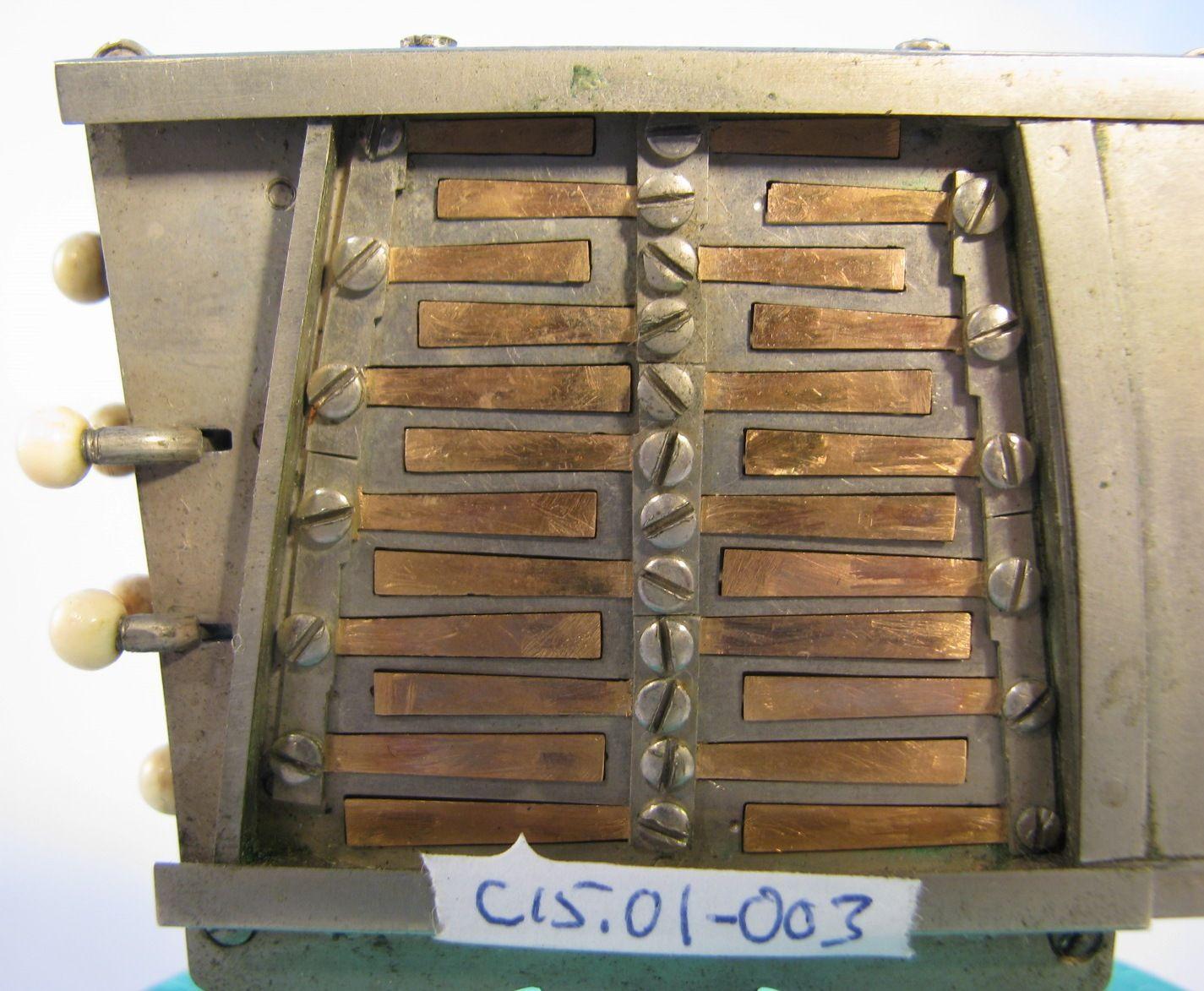 http://www.concertinamuseum.com/Images/C15/C15001-003g1a.jpg